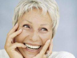 результат имплантации зубов - красивая улыбка в любом возрасте